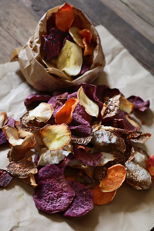 צ'יפס ירקות שורש אפוי
